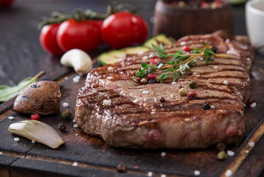 Primi piatti di pasta dai sughi elaborati<br>Carni rosse alla griglia<br>Arrosti brasati, agnello e cacciagione<br>Formaggi di buona stagionatura non erborinati