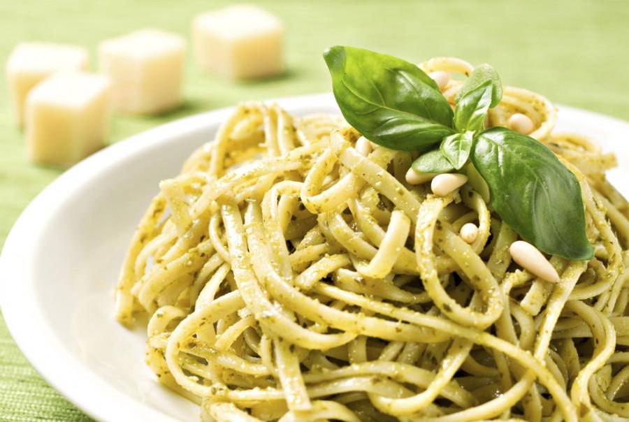 <strong>Il Vegan Master Chef Emanuele Di Biase<br>lo ha abbinato a…</strong><br>Verdure, piante aromatiche e fiori<br>in tempura